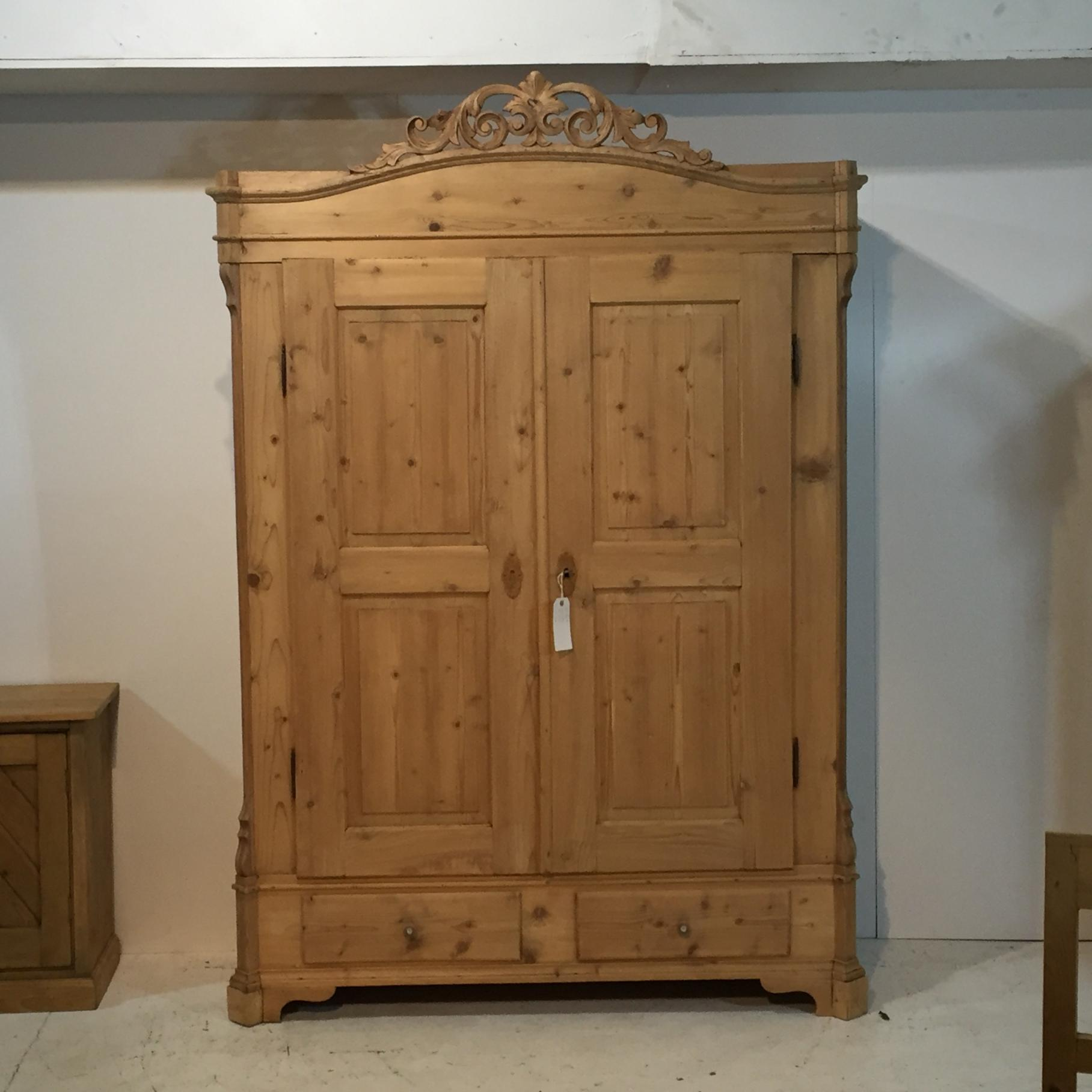 pretty nice a39a5 73ecf Large Antique Pine Double Wardrobe with Ornate Crown Top ...